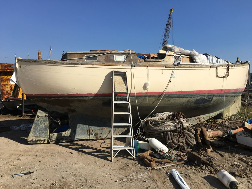 Boatbreakers News - Yacht Disposal: Scrapping a Wooden Yacht in Minutes