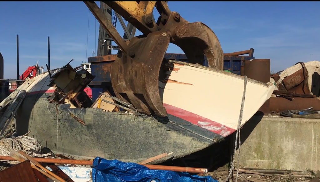 Yacht Disposal: Scrapping a Wooden Yacht in Minutes