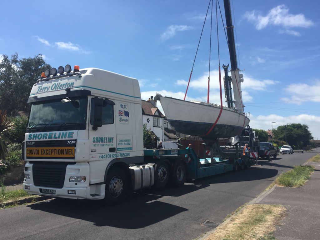 37ft Scrap Yacht Removal - Yacht loaded onto the boat transport