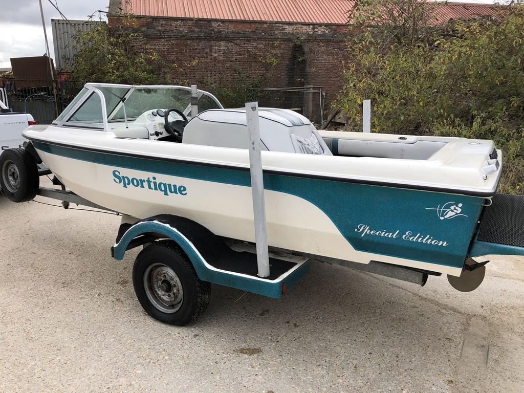 What is a motorboat? Sportique Speed Boat
