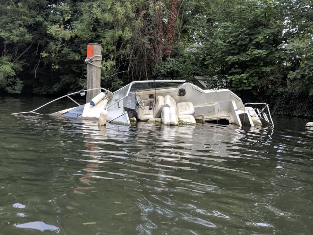 Sunken Speedboat Thames © Ali Ball 2020