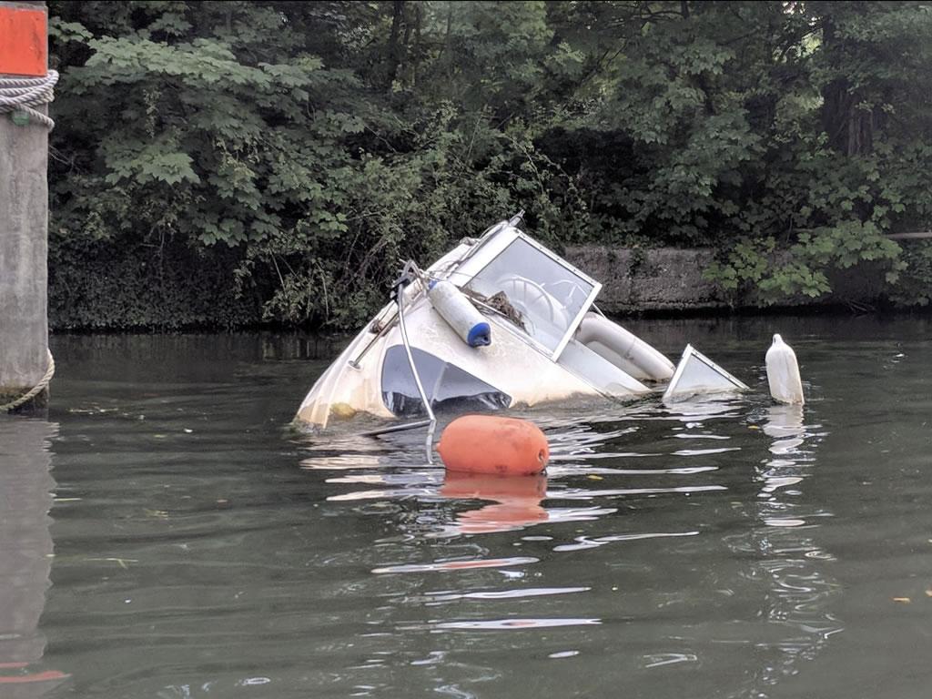 Sunken powerboat thames © Ali Ball 2020