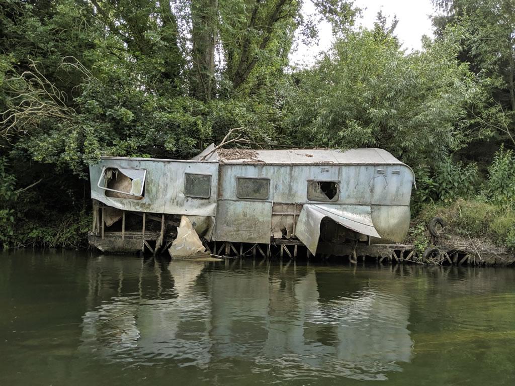 riverside wreck building on thames © Ali Ball 2020