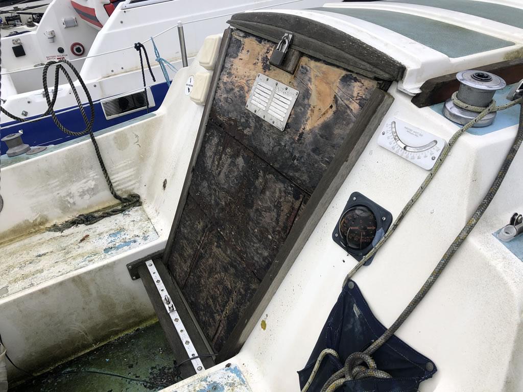 boat disposal jaguar 25 yacht hatch